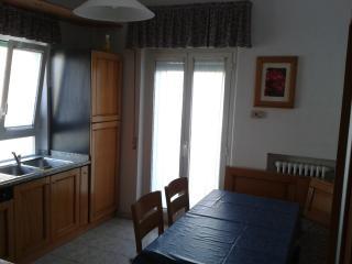 Appartamentino autonomo climatizzato al mare - Falconara Marittima vacation rentals