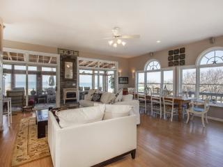 New Luxury Beach House Amazing Views Vineyards Bachelorette party hamptons The Queen Vic - Long Island vacation rentals