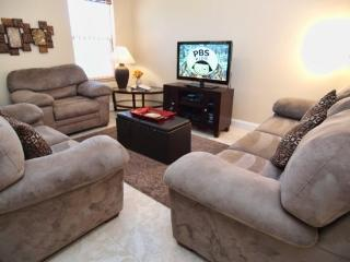 Remodeled 4 Bedroom 3 Bathroom Pool Home with Privacy Fence. 5365DRD - Orlando vacation rentals