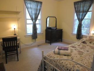 Cute single room in a historical home - Sunbury vacation rentals