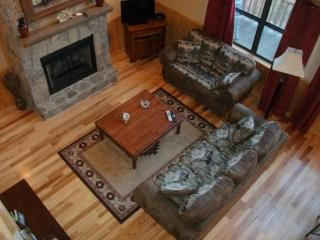 Wolf Ridge – Secluded Log Cabin - Enjoy the outdoors through Large Windows – Indoor Jetted Tub -- Hiking at the Cabi - Smoky Mountains vacation rentals