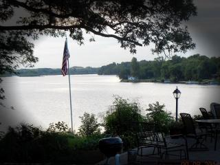 Nice House with Dishwasher and A/C - Nashua vacation rentals