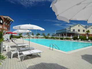 Alboino - 3764 - Bright 2bdr Marina di Ravenna - Comacchio vacation rentals