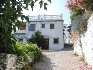 Lovely 2 bedroom House in Bubion with Internet Access - Bubion vacation rentals