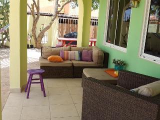 CASA DORA Aruba, colorful  2-bedr apt, close2beach - Noord vacation rentals