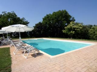 Bright House in Chiusdino with Private Outdoor Pool, sleeps 12 - Chiusdino vacation rentals