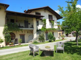 Nice 4 bedroom Bed and Breakfast in Alba - Alba vacation rentals