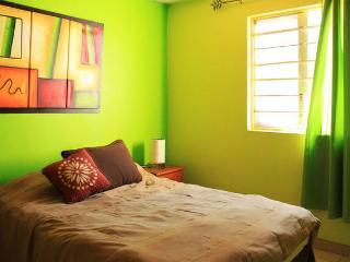 Casa Tlaquepaque comfortable house with driveway. - Tlaquepaque vacation rentals