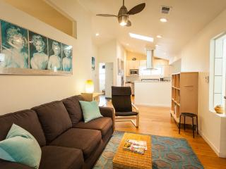 Urban cottage near light rail station - Denver vacation rentals