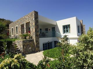 4 bedroom Villa in Mohlos, Crete, Greece : ref 2216829 - Mokhlos vacation rentals