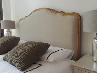 Stylish 2 Bedroom in Tower Bridge - London vacation rentals