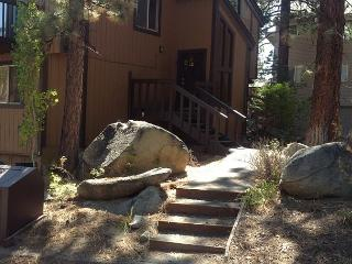 Spacious 4 bedroom condo in the quiet area of Lake Village - Stateline vacation rentals