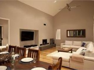 Gorgeous 5 bedroom House in Dunsborough with Short Breaks Allowed - Dunsborough vacation rentals