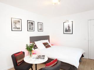LUXURY FLAT IN MONTORGUEIL 1 - Paris vacation rentals