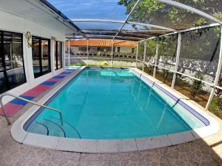 SUNNY ISLES BEACH POOL HOUSE SLEEPS 12 /BEACH/BBQ - Sunny Isles Beach vacation rentals