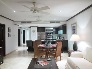 Attractive 3 Bedroom Beachfront Apartment in Paynes Bay - Paynes Bay vacation rentals