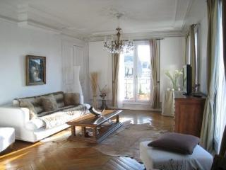 Luxury 2 Bdr 110m2 View Arc de Triomphe - Paris vacation rentals