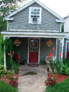 Quaint Cozy House in the heart of Horse Country - Paris vacation rentals