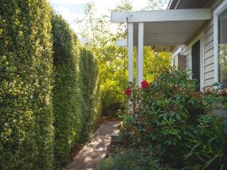 Gorgeous House with Internet Access and Dishwasher in Daylesford - Daylesford vacation rentals