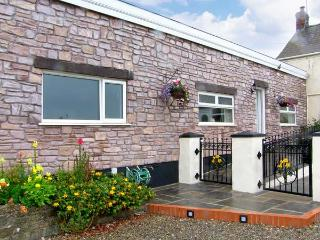 FFYNNONLWYD COTTAGE, all ground floor, off road parking, enclosed patio, near St. Clears, Ref 904205 - Saundersfoot vacation rentals