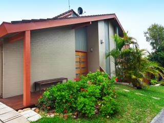 2 bedroom House with Deck in Bilgola - Bilgola vacation rentals
