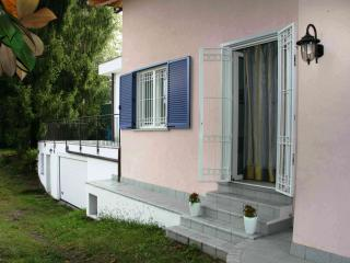 Foresteria Little Frog: verde, lago, shopping. - Arona vacation rentals