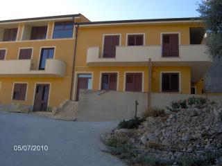 2 bedroom Condo with Balcony in Aragona - Aragona vacation rentals
