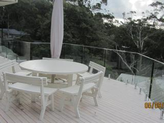 Comfortable 3 bedroom House in Avoca Beach with Deck - Avoca Beach vacation rentals