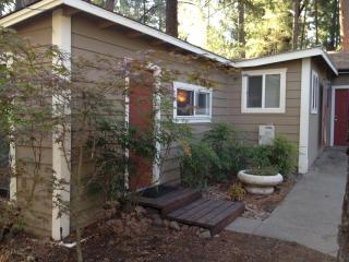 Nice Cottage with Deck and Internet Access - Rogue River vacation rentals
