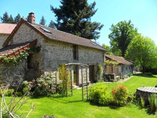 Lovely Gite with Satellite Or Cable TV and Outdoor Dining Area - Cheissoux vacation rentals