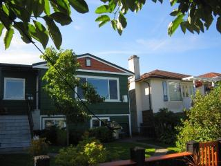 Spacious renovated apartment close to transit - Vancouver vacation rentals