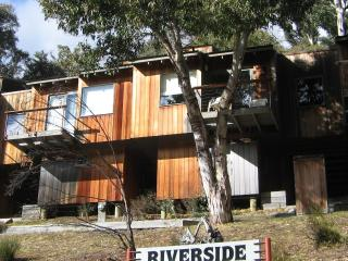 Bright Chalet with Internet Access and Dishwasher - Canberra vacation rentals