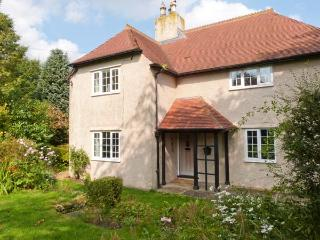 PINEHURST, pet friendly, woodburner and open fire, off road parking, gardens, in Thornton Rust, Ref 21078 - North Yorkshire vacation rentals