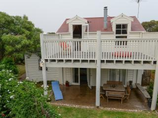 The Surfers Palace Torquay Oasis 1 minute to beach - Torquay vacation rentals