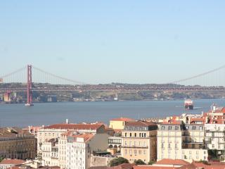 Apart. in the Castel, Balcony/Terrace River views - Lisbon vacation rentals