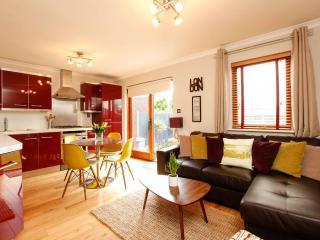 2 Bedroom London Short Let Holiday Apartment - London vacation rentals