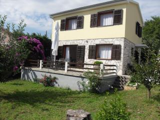Spacious 4 bedroom House in Nerezine with Internet Access - Nerezine vacation rentals