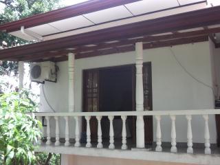 Nice 3 bedroom House in Wadduwa with Internet Access - Wadduwa vacation rentals