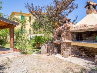 Romantic 1 bedroom Condo in Tortoli with Internet Access - Tortoli vacation rentals