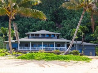 Beautiful 5 Bedroom Beachfront Home, Sleeps 13 - Princeville vacation rentals