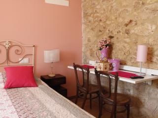 Casa da Nininha - T0 Rosa - Vale de Cambra vacation rentals