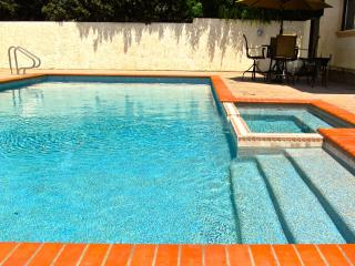4 BEDROOM LUXURY TOWNHOUSE w/POOL, JACUZZI, & WIF - Los Angeles vacation rentals