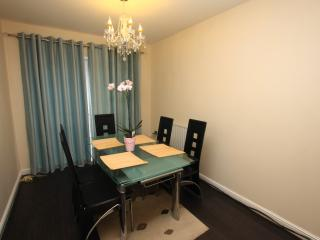 5 Mins to City Centre (4 Bed Hs with Free parking) - Sheffield vacation rentals