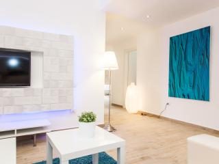 Luxurious! 4 Rooms, Great Location!! - Tel Aviv vacation rentals