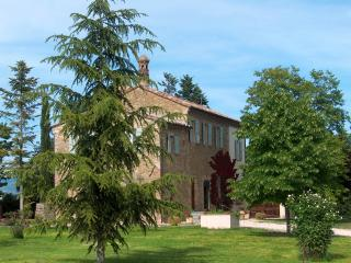 Bright 7 bedroom Bettona Farmhouse Barn with Internet Access - Bettona vacation rentals