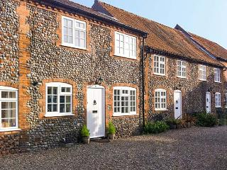 CARPENTERS COTTAGE, family friendly, character holiday cottage in Holt, Ref 904233 - Holt vacation rentals