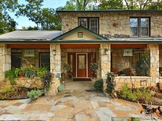 3BR/2.5BA Classy Austin Property, 1.5 Acres Downtown, Huge Yard, sleeps 9 - Austin vacation rentals