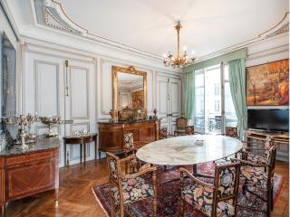 Spacious 5BD/3 BTH in the 8th sleeps 10 adults - Paris vacation rentals