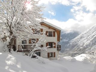 Beautiful 14 bed catered chalet w/ outdoor Jacuzzi - Saint-Martin-de-Belleville vacation rentals