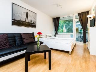 04 Vacation Apartment Cologne Deutz near Fair - Cologne vacation rentals